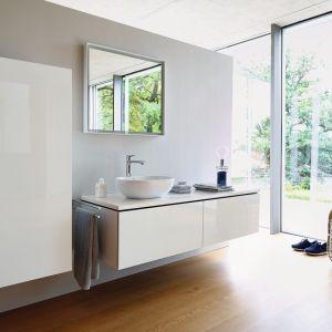 Białe meble łazienkowe z kolekcji L-Cube marki Duravit. Fot. Duravit
