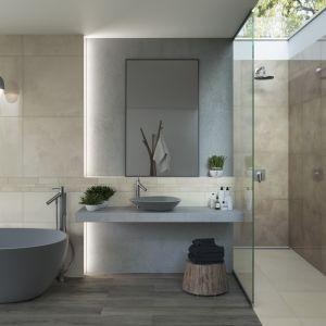 Aranżacja łazienki z wykorzystaniem kabiny prysznicowej i wanny. Na zdjęciu kolekcja płytek Naturstone. Fot. Ceramika Paradyż
