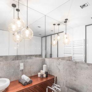 Salon kąpielowy w stylu soft loft. Proj. Decoroom. Fot. Pion Poziom