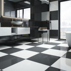 Czarno-biała łazienka z płytkami z kolekcji Cambia w wykończeniu lappato. Fot. Cerrad
