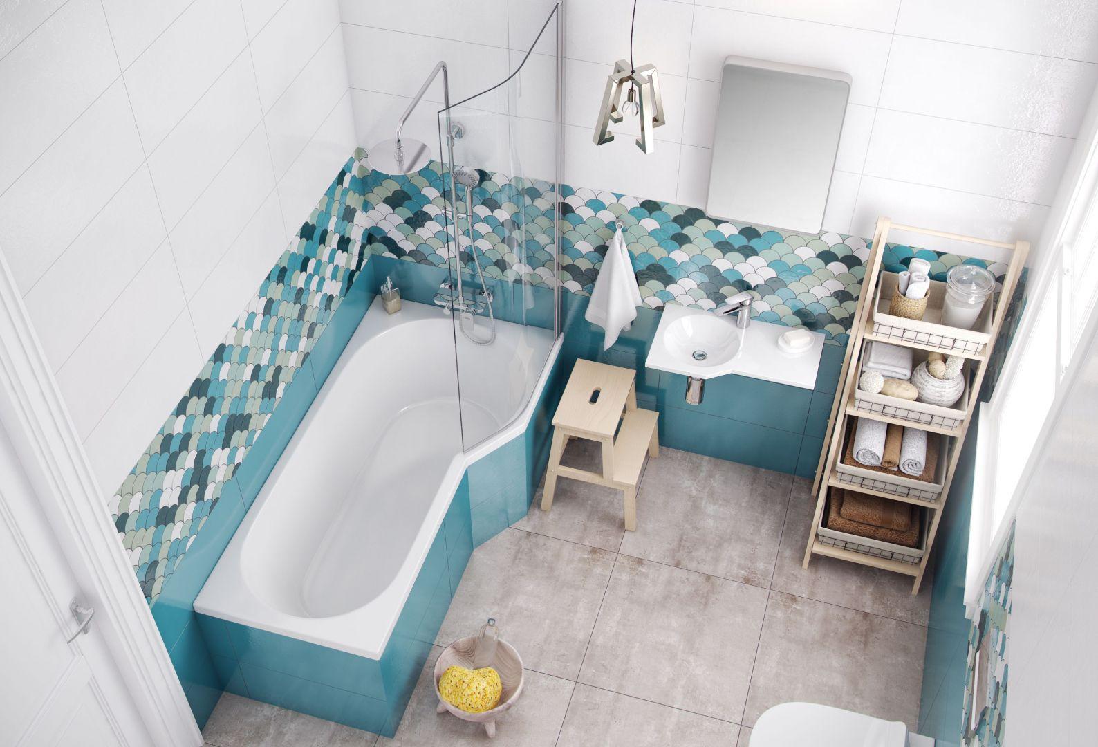 Wanna z parawanem to idealne rozwiązanie do małej łazienki! Na zdjęciu wanna i parawan z serii BeSpot. Fot. Excellent