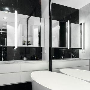 Czarno-biała łazienka. Proj. Monika i Adam Bronikowscy. Fot. Bartosz Jarosz