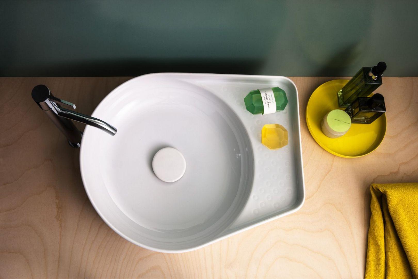 Nablatowa umywalka z serii Val marki Laufen. Fot. Laufen