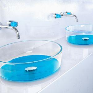 Szklane umywalki w kolorze Aquamarine z kolekcji Drop Katino marki Glass Design. Fot. Glass Design