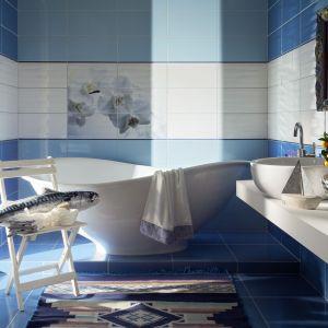 Trend Aquatic w łazience. Fot. Tubądzin, na zdjęciu płytki z kolekcji Maxima Blue