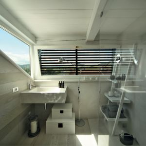 Łazienka wykończona nanocementem. Fot. Benjamin Moore
