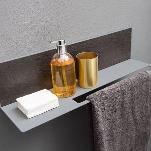 TRENDY – półka pod prysznic zintegrowana z wieszakiem na ręcznik z serii łazienkowej Trendy; panel wykonano z kompozytu Pietrablu w kolorze Cocoa. Fot. Arblu
