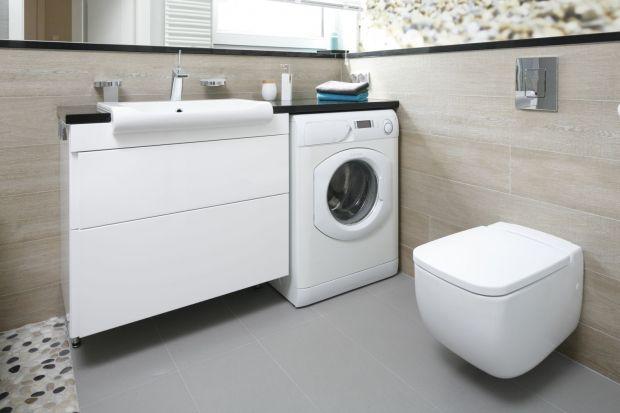 W polskich realiach większość domowych łazienek pełni również funkcję pralni. Jak odpowiednio wkomponować sprzęt AGD w aranżację pomieszczenia? Zobacz pomysły z polskich domów.