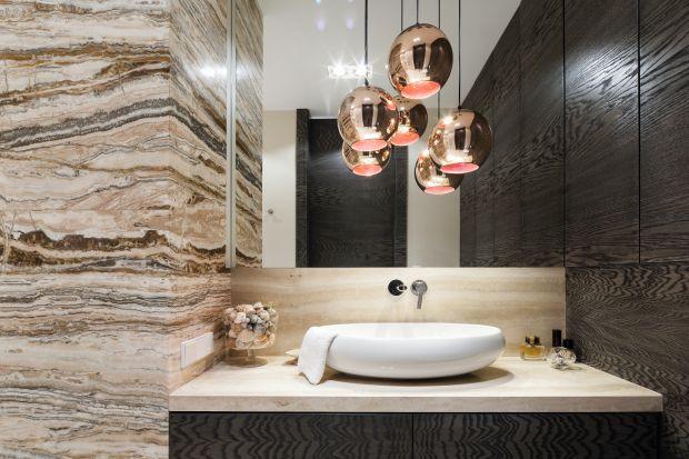 Rysunek kamienia dodaje wnętrzom eleganckiego, niemal luksusowego wyrazu. Warto zastosować jego piękne dekory również w łazience.