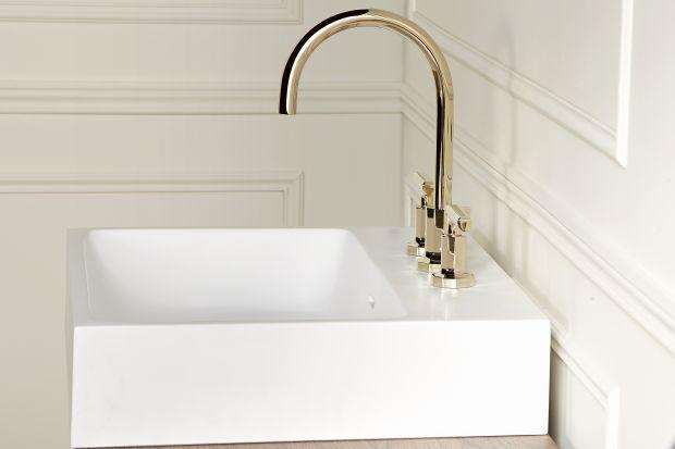 Przez lata chrom niepodzielnie królował w łazienkach jako wykończenie baterii. Dziś jednak coraz częściej możemy spotkać armaturę w innych kolorach. Modne są między innymi wszelkie odcienie złota.