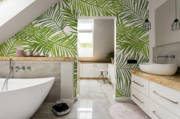 Fototapeta to niedrogi i prosty sposób na udekorowanie ściany w łazience. Zobaczcie jak można wprowadzić do niej odrobinę letniego klimatu.