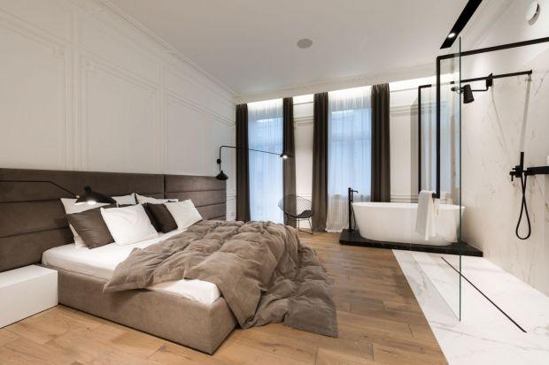 Coraz powszechniejsze staje się wydzielanie w domu przestrzeni do wypoczynku, która obejmuje sypialnię i łazienkę razem. Zobaczcie jak urządzili ją inni!