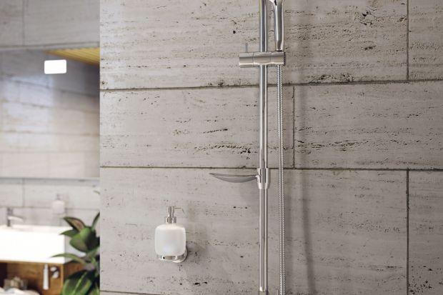 Wybór zestawu prysznicowego zawierającego baterię, deszczownię oraz rączkę z wężem w metalowym oplocie posiada szereg zalet. Kąpiel w strugach deszczu pozwala rano nabrać energii, a wieczorem odprężyć się po aktywnie spędzonym dniu i złago