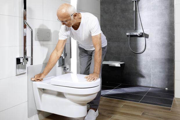 Jak urządzić łazienkę dla seniora? Jak podzielić pomieszczenie, aby zapewnić użytkownikom jak największą swobodę ruchu? Jak zaprojektować strefę umywalki i WC? Czy lepiej zdecydować się na wannę, czy funkcjonalny i estetyczny prysznic bez b