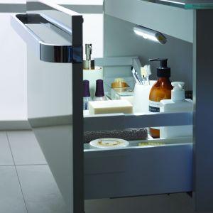 Podświetlenie szuflady w meblach łazienkowych Tonic II. Fot. Ideal Standard