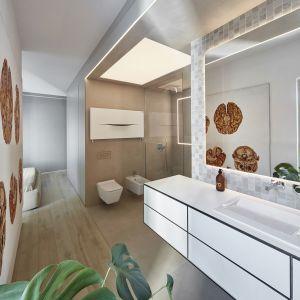 Takie rozplanowanie jest podkreślone przez materiały w kolorze łupku, wykorzystane na podłodze i ścianach. Do pomieszczenia wpada dużo światła dziennego. Fot. 81.WAW.PL