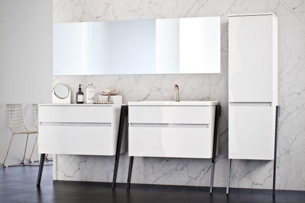 Pod względem uniwersalności i ponadczasowości żaden kolor nie może konkurować z bielą. Zobaczcie 5 kolekcji mebli łazienkowych utrzymanych w tej barwie.