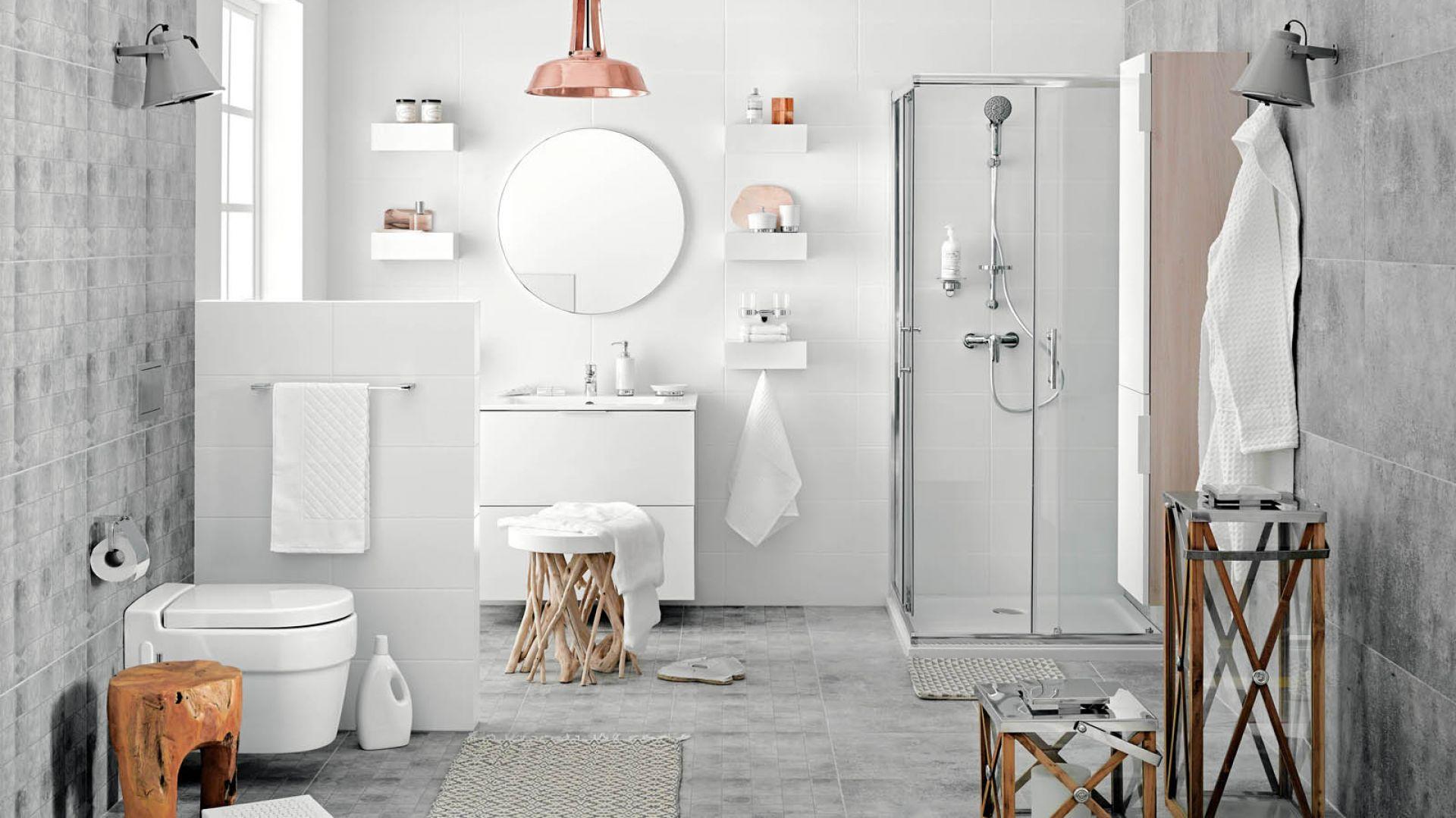 Biała łazienka z baterią umywalkową stojąca Dijon. Fot. Ferro