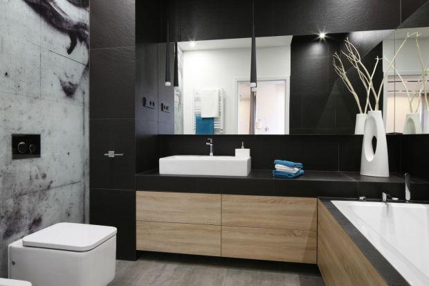Łazienkę zwykliśmy urządzać w jasnych kolorach. Dziś jednak prezentujemy Wam 10 zdjęć łazienek, w których dominują ciemne barwy!