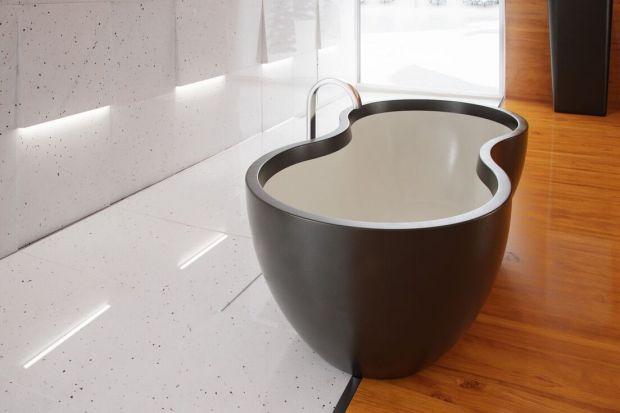 Zarówno naturalny kamień, jak i duet czerni z bielą kojarzą się z elegancją i szykiem. Zobaczcie piękny naturalny kamień w białym kolorze z nakrapianym czarnym motywem!
