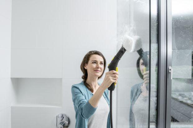 Sprzątanie z pewnością nie należy do ulubionych czynności. Każdy lubi jednak czysty dom. Radzimy jak zorganizować rodzinne porządki, aby w szybki i względnie przyjemny sposób uporać się ze sprzątaniem.