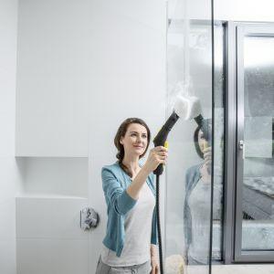 Myjka do okien pomoże wyczyścić kabinę prysznicową. Fot.  Kärcher