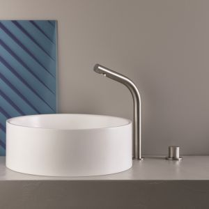 Zachwycająca minimalistyczną formą designerska bateria umywalkowa z serii SX marki Cristina. Fot. Cristina