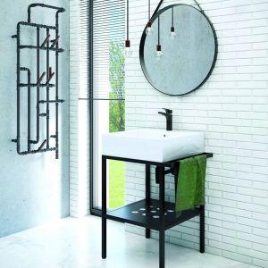 W łazience w stylu industrialnym idealnie sprawdzi się metalowa konsola z umywalką Temisto marki Deante. Fot. Deante