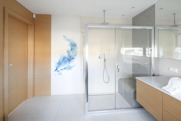 Wygodna strefa prysznica: zaplanuj komfortowe siedzisko