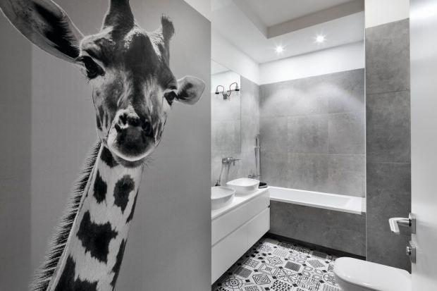 Do modnej i komfortowej łazienki zaprojektowanej z myślą o najmłodszych domownikach zaprasza sympatyczna żyrafa.