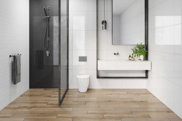 Aranżacja strefy prysznicowej w łazience nie należy do łatwych. Z jednej strony mocno zależy nam na estetyce i unikalności wizualnej projektu, z drugiej zaś nie możemy zapominać o wysokich wymaganiach, jakie stawiane są materiałom wykończeniow