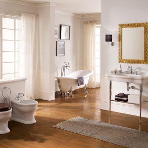 Aranżacja łazienki w stylu klasycznym. Na zdjęciu wyposażenie z serii Castellana marki Scarabeo Ceramiche. Fot. Scarabeco Ceramiche