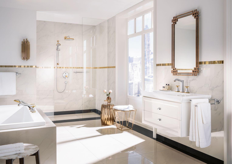 Aranżacja łazienki w stylu klasycznym. Na zdjęciu baterie z serii Metropol Classic marki Hansgrohe. Fot. Hansgrohe