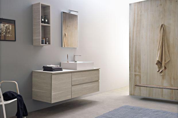 Meble łazienkowe w kolorze drewna to sprawdzony sposób na wizualne ocieplenie łazienki. Zobaczcie 5 świetnych kolekcji!