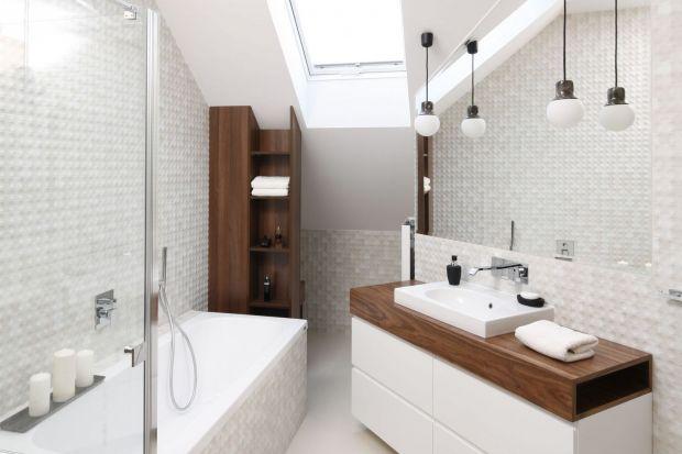 Blat w strefie umywalki to ważny element aranżacji łazienki. Zobaczcie pomysły na jego wykonanie zaczerpnięte z polskich łazienek.