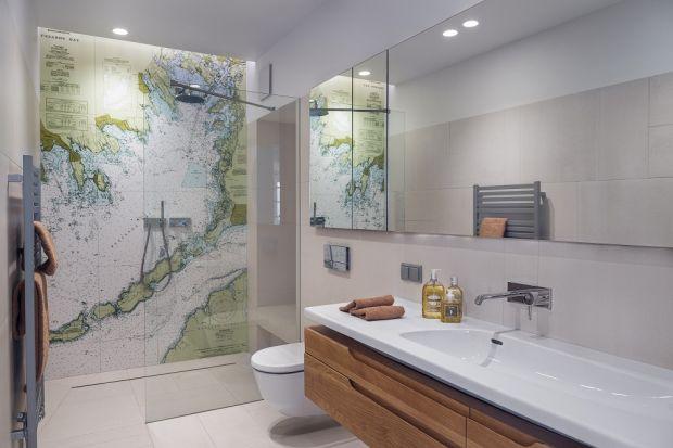 Szkło to materiał stale stosowany w łazienkach. Dobrze dobrane może na długo zachować estetyczny wygląd.