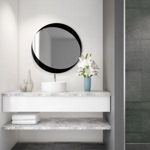 Eleganckie lustro z ramą z lakierowanego szkła Colorimo. Fot. Glasimo