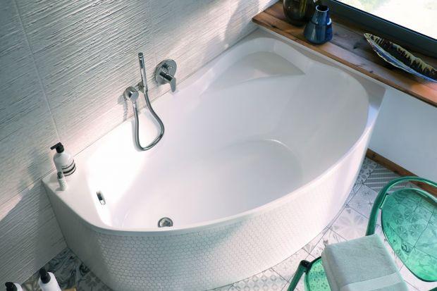 W małej łazience każdy centymetr jest na wagę złota. Dlatego też, jeżeli zależy nam na strefie kąpieli z wanną, warto wybrać modele stworzone z myślą o niewielkich przestrzeniach.