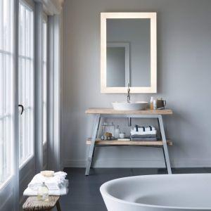 Lustro łazienkowe z serii Cape Cod marki Duravit ze zintegrowanym oświetleniem w formie eleganckiej świetlnej ramy. Fot. Duravit