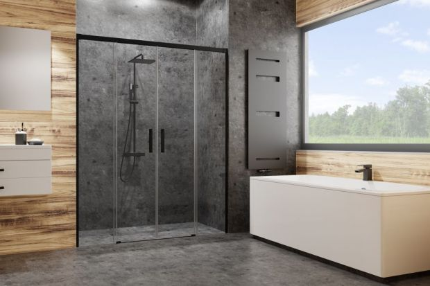 Czerń to obecnie najmodniejszy kolor w aranżacjach łazienek, jeżeli chodzi o detale. Wiedzą o tym doskonale producenci kabin, którzy do swojej oferty wprowadzają modele z czarnymi profilami.