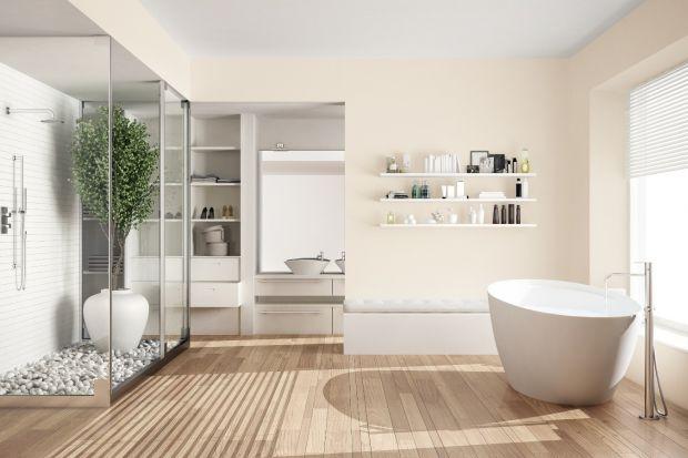 Wybierając materiał wykończeniowy na ścianę w łazience nie jesteśmy ograniczeniu tylko do płytek ceramicznych. Równie dobrze możemy zdecydować się na farbę, o ile jest ona dostosowana do mokrych pomieszczeń.