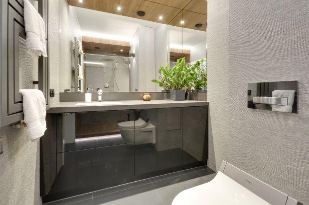 W nowoczesnych łazienkach bardzo modne są trójwymiarowe okładziny ścienne. Zobaczcie jak prezentują się w polskich domach.