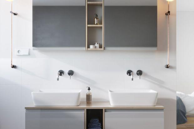 Nawet bardzo ciasne i niewymiarowe łazienki możemy zamienić w wygodne i funkcjonale wnętrza, w których z przyjemnością będziemy spędzać czas. Dzięki wykorzystaniu wieloelementowych, gotowych kolekcji łazienkowych stworzymy spójnie stylistyczn