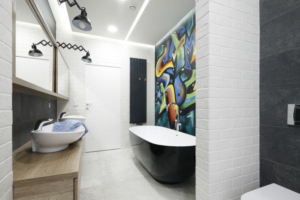 Jak wykończyć ścianę nad wanną, aby była ozdobą łazienki? Zobaczcie pomysły z polskich domów.