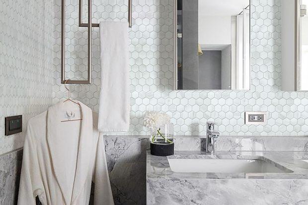 Kamień i jego imitacje są bardzo popularne w aranżacji łazienek. Zobaczcie jaką mogą przyjąć formę!