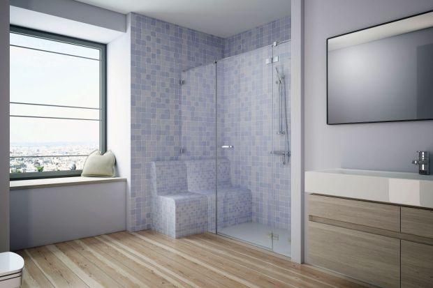 Urządzając łazienkę, z której korzystać będą seniorzy iosoby z niepełnosprawnością powinniśmy zwrócić uwagę na bezpieczeństwo, ergonomię i łatwość użytkowania zastosowanych rozwiązań. Ekspert radzi jak urządzić w takiej łazienc