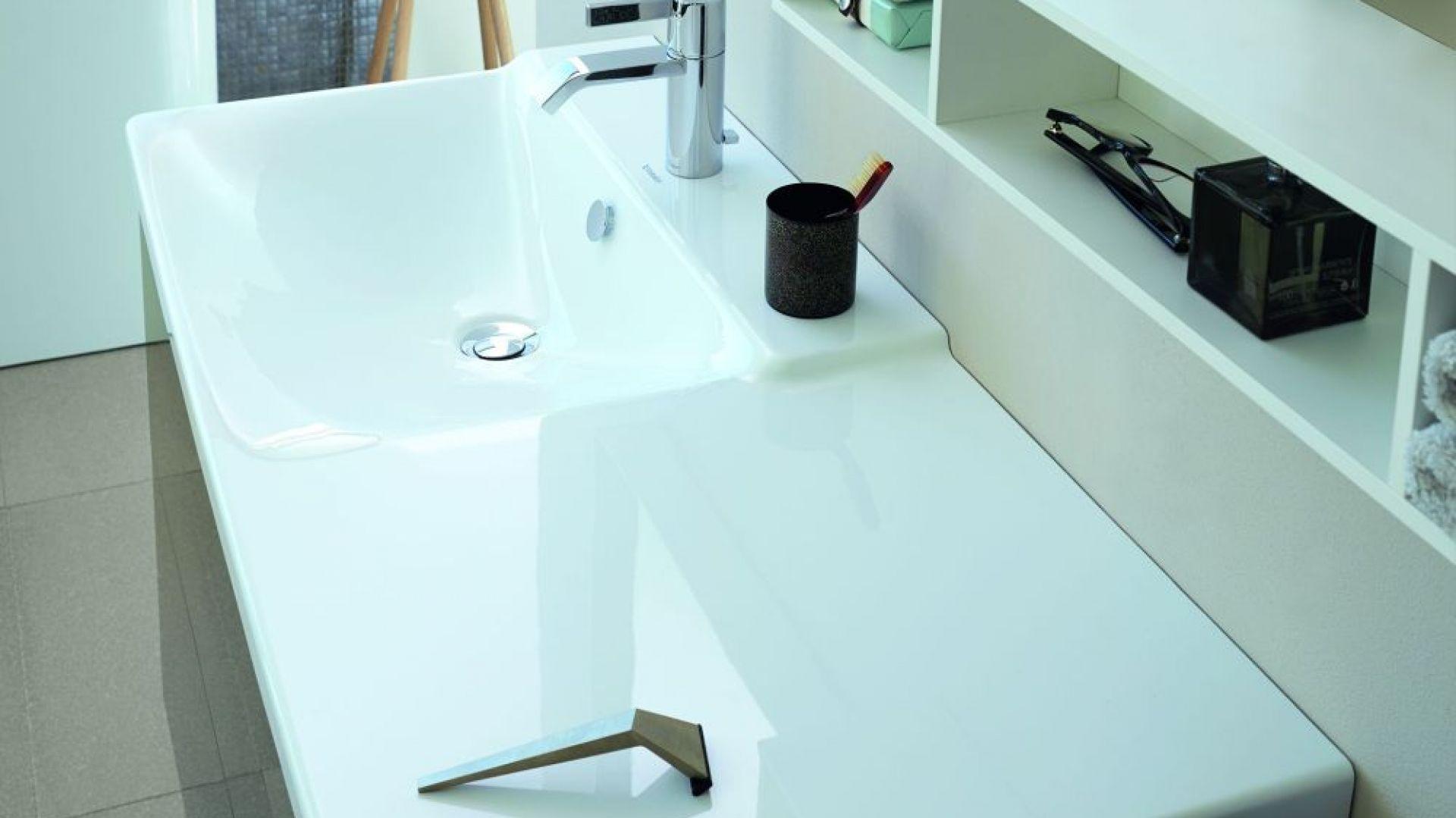 Umywalka z serii P3 Comforts z długim, funkcjonalnym blatem marki Duravit. Fot. Duravit