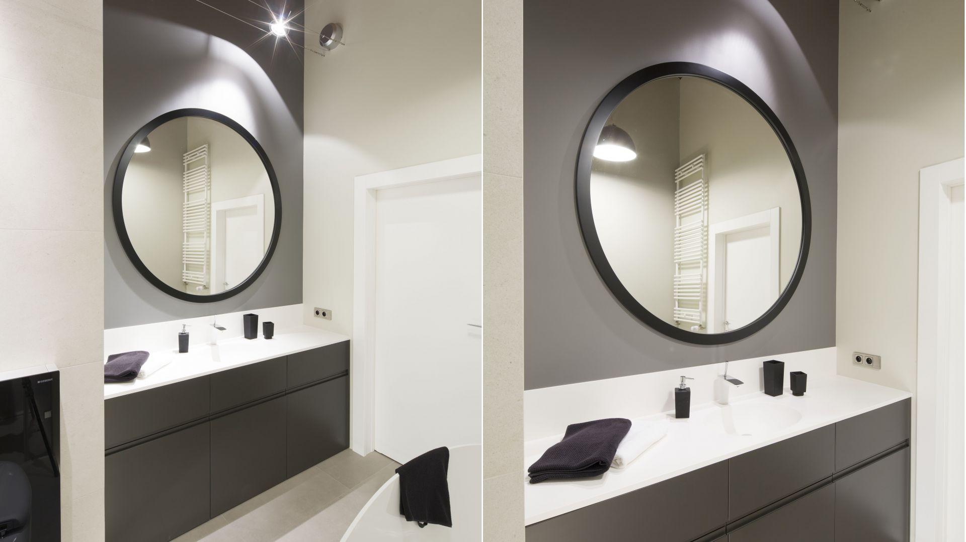 Pomysł na lustro łazienkowe. Proj. Nowa Papiernia. Fot. Bartosz Jarosz