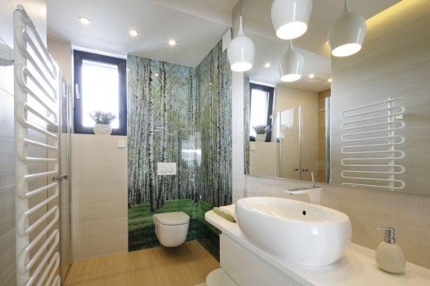 Fototapeta to niedrogi i bardzo praktyczny sposób na wykończenie ściany w łazience. Zobacz jak wygląda w polskich domach!