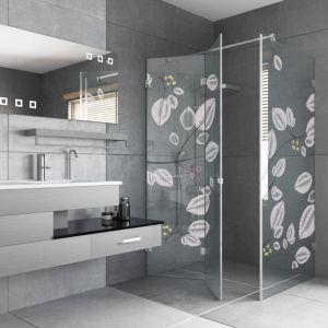 Modna kabina prysznicowa Marco marki Glasimo z dekorem na szkle nanoszonym metodą nadruku cyfrowego farbami ceramicznymi marki. Fot. Glasimo
